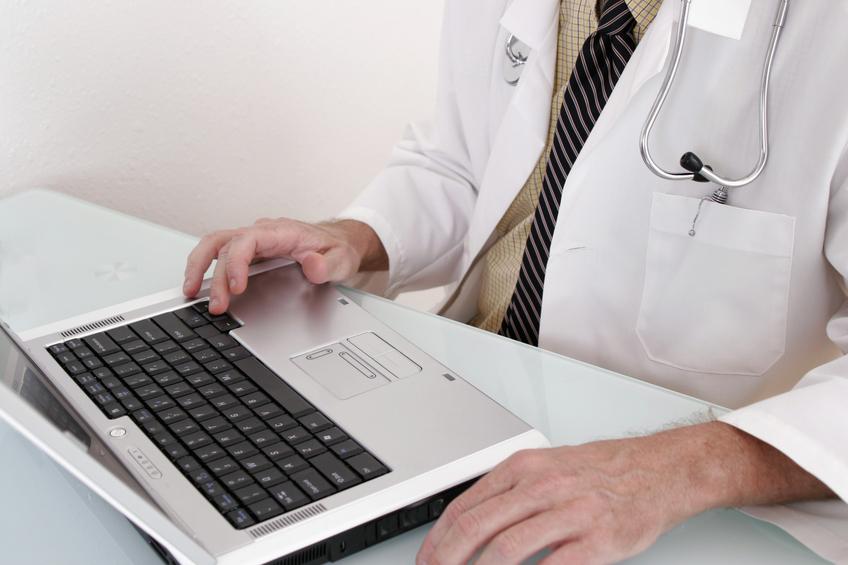 Arzt am Rechner