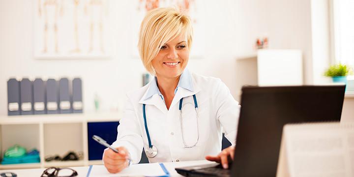 Ärztin in Praxis